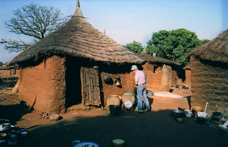 Burkina Faso, dorf, hütte, schüssel, topf, tourist