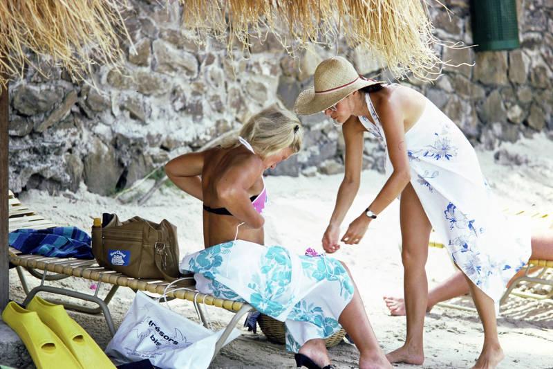 Bikini, Cayman Inseln, Schwimmflossen, Sonnenhut, Sonnenliege, Strandtüchern, tasch