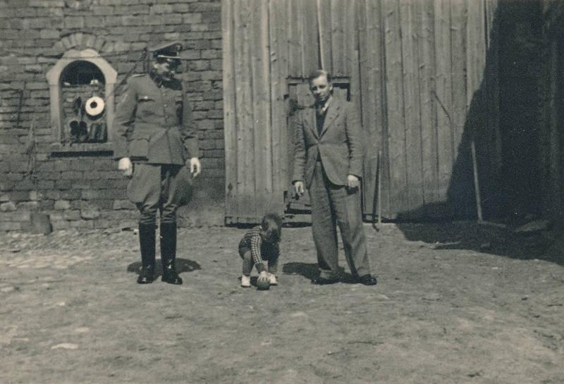 ball, Hof, Kindheit, soldat, Uniform