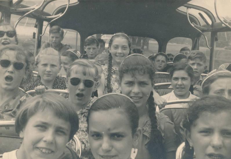 bus, busfahrt, KFZ, Kindheit, Klasse, klassenausflug, Schulausflug, Schüler, schülern, Schulklasse, sonnenbrille