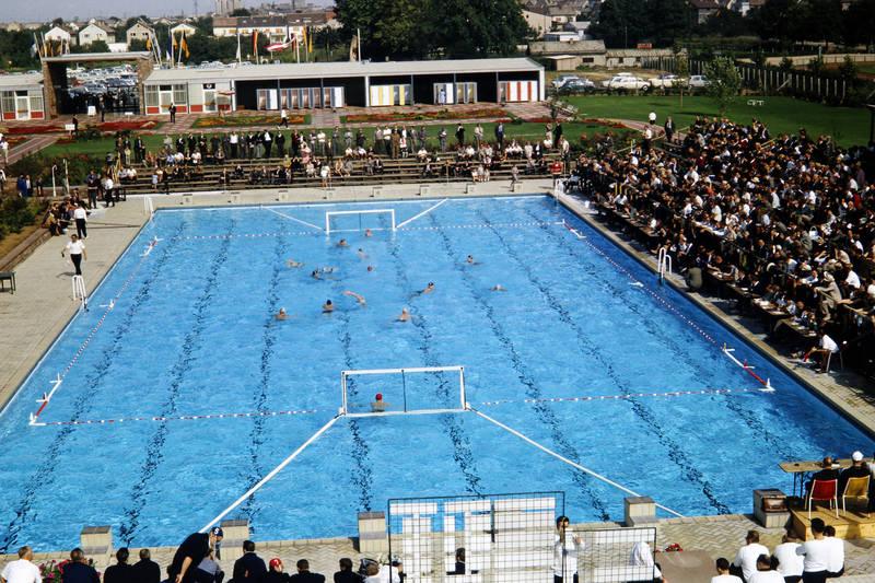Badekappen, Leimen, Schwimmbecken, tor, Umkleidekabinen, Wasserball, Zuschauer