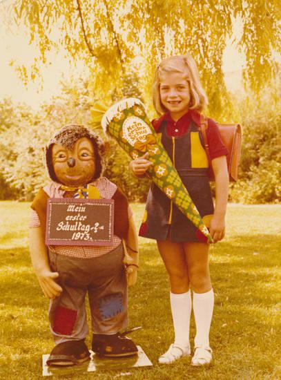 Einschulung, Erster Schultag, Figur, Igel, Kindheit, mecki der igel, Rucksack, Schulkind, Schultasche, Schultüte, Spielzeug
