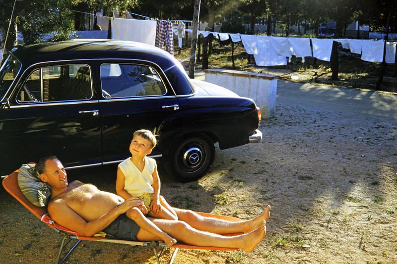 auto, KFZ, Kindheit, Mar Blau, mercedes-ponton, PKW, Sonnenliege, vater, wäsche, Wäscheleine
