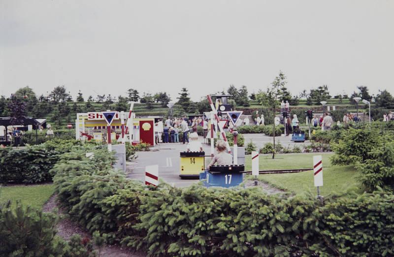 auto, billund, dänemark, fahren, freizeit, Freizeitpark, Legoland, Schild, Spaß, spielen, Verkehrsschild, verkehrsschule