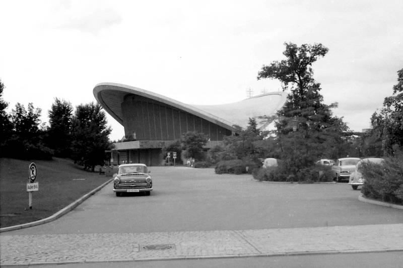 auto, berlin, KFZ, kongresshalle, mercedes-heckflosse, Opel-Kapitän, Parkplatz, PKW, VW-Käfer