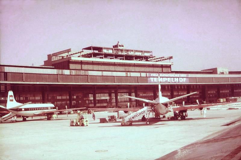 bea, berlin, British European Airways, Flughafen Tempelhof, flugzeug, rollfeld, Sommer