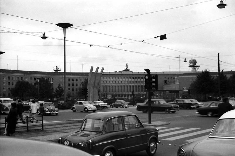 auto, berlin, Flughafen Tempelhof, KFZ, luftbrückendenkmal, PKW