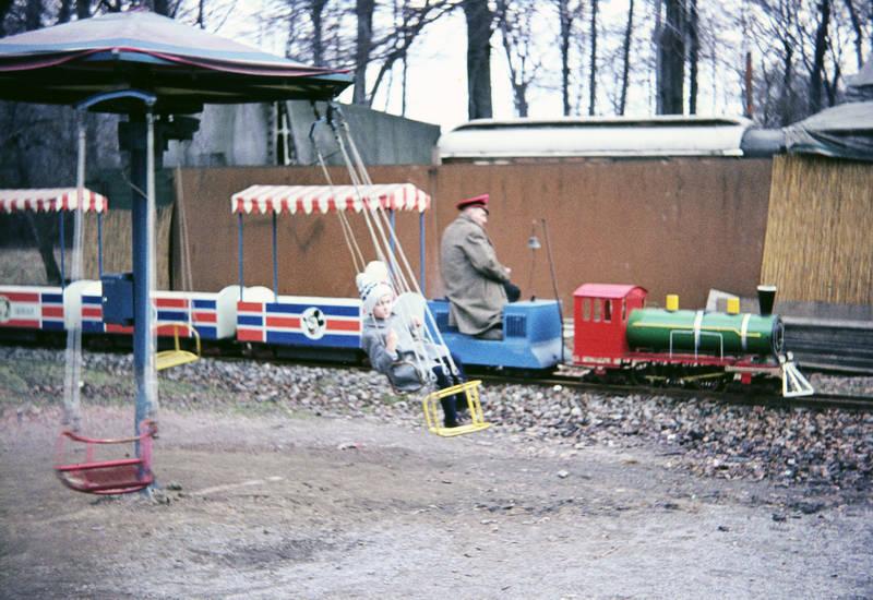 "Buer, Eisenbahn, Gelsenkirchen-Buer"", hut, lokomotive, Löwenpark, mantel, mütze, schaukel, schirm, spielen, spielplatz, westerholt, westerholter wald"