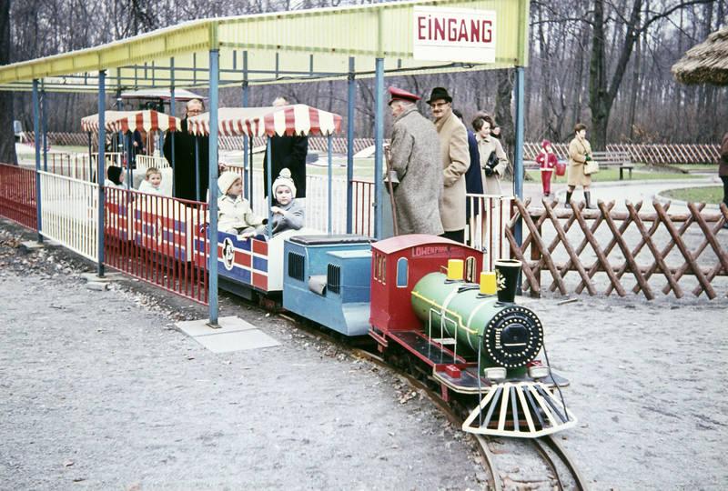 Bimmelbahn, Buer, Eingang, Eisenbahn, Gelsenkirchen-buer, hut, Kindheit, lokomotive, Löwenpark, mantel, mütze, westerholt, westerholter wald