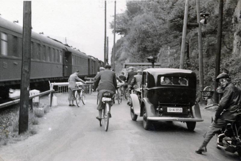 auto, bahn, Bahnübergang, Bahnübergang Boppard, Boppard, fahrrad, KFZ, Motorrad, PKW, Schranke, zug