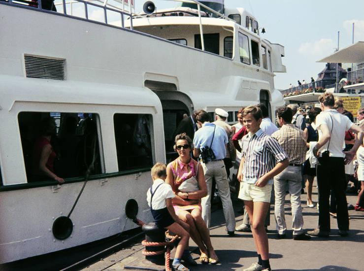 anstehen, fähre, Fernglas, Hafen, hamburg, Hemd, hosenträger, schiff, sonnenbrille, Warten