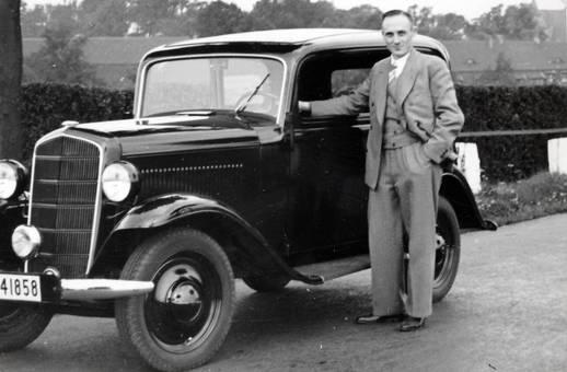 Mann mit Auto