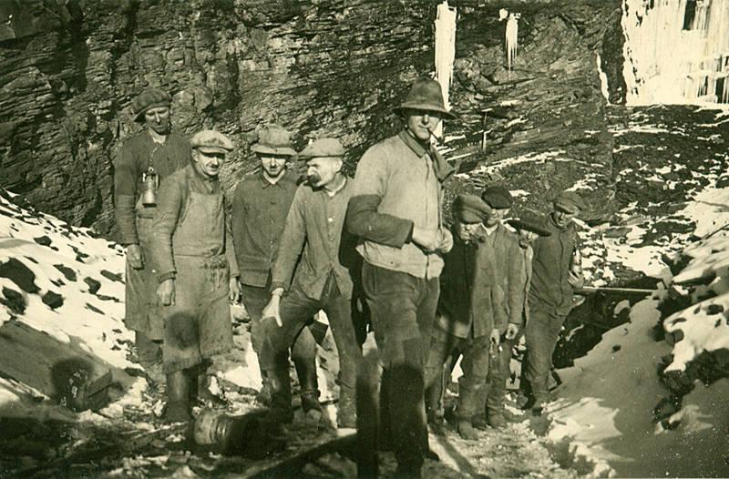 Arbeiter, arbeitsalltag, Arbeitskleidung, Bergwerk, Grubenlampe, pfeife, Schiene