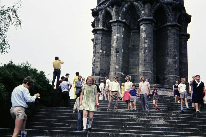 ausflug, denkmal, freizeit, Hermannsdenkmal, kurze hose, mode, Spaß, statue, Teutoburger Wald, Treppe