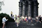 Unter dem Denkmal
