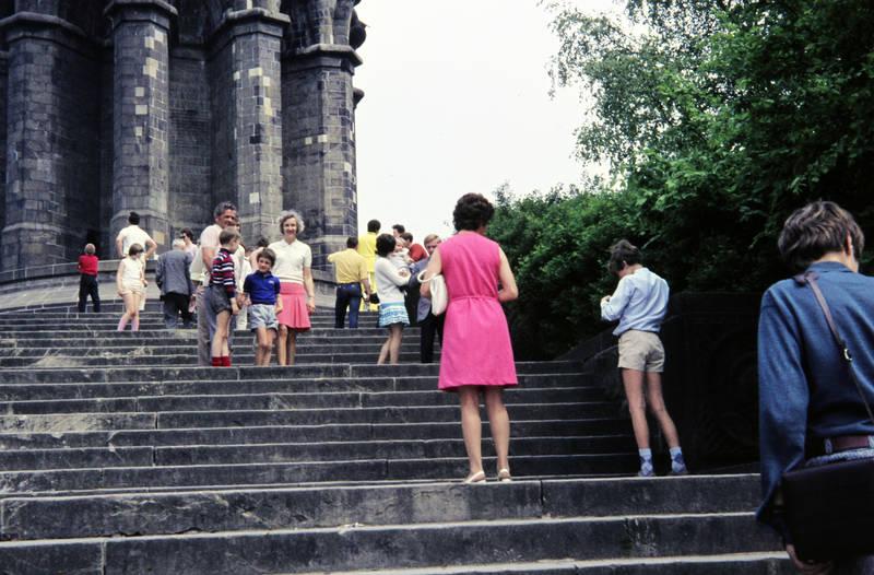 ausflug, denkmal, freizeit, Hermannsdenkmal, kurze hose, lederhose, mode, Spaß, statue, Teutoburger Wald, Treppe