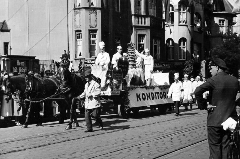 fahrrad, festumzug, Hochzeit, Hochzeitstorte, hut, Kochhut, Konditor, Konditorei, Kutsche, Pferd
