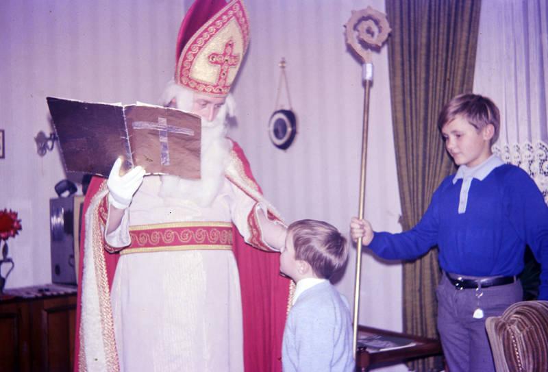 Bart, feier, feiertag, Gewand, Handschuh, heiliger nikolaus, hirtenstab, hut, Kindheit, Kostüm, krummstab, liturgisches gewand, mantel, mitra, Nikolaus, Nikolaustag, st nikolaus, tradition