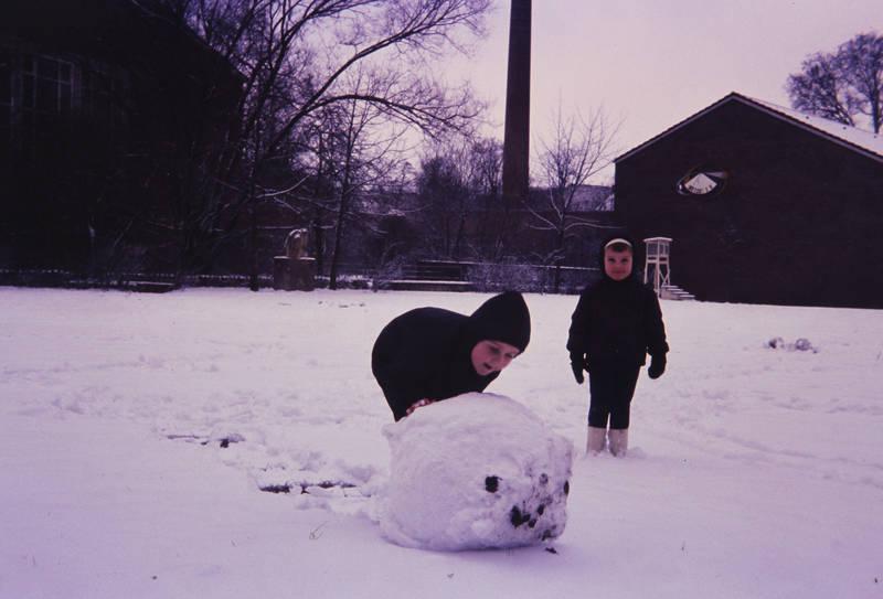 freizeit, Kindheit, schnee, Schneeball, Spaß, spielen, winter, winterjacke, Winterkleidung