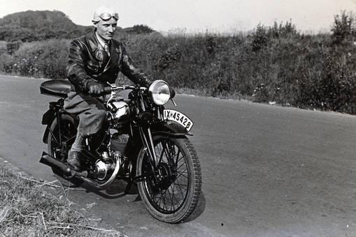 Erstes Motorrad