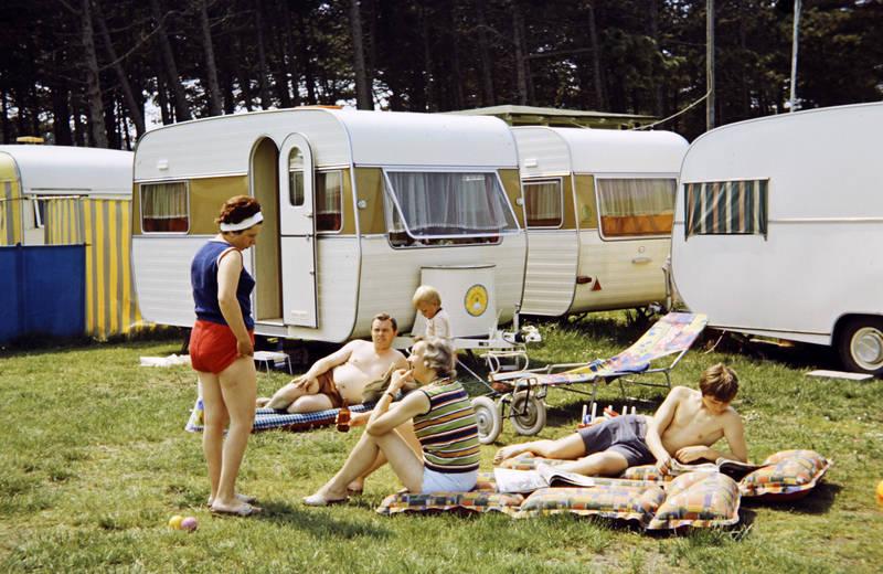 Bad reichenhall, badehose, bayern, campen, camping, Campingplatz, familie, freizeit, liegematte, liegen, Liegestuhl, Oberkörper, reichenhall, reisen, Sommer, Sonne, Spaß, urlaub, verreisen, Wohnwagen