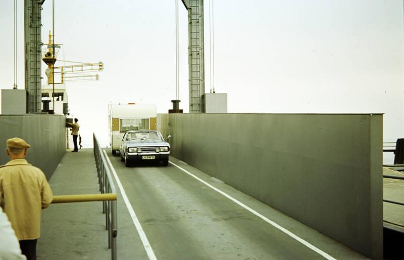 auto, Autokennzeichen, baskenmütze, fahren, Geländer, KFZ, leiter, mütze, nummernschild, PKW, straße, wagen, Wohnwagen