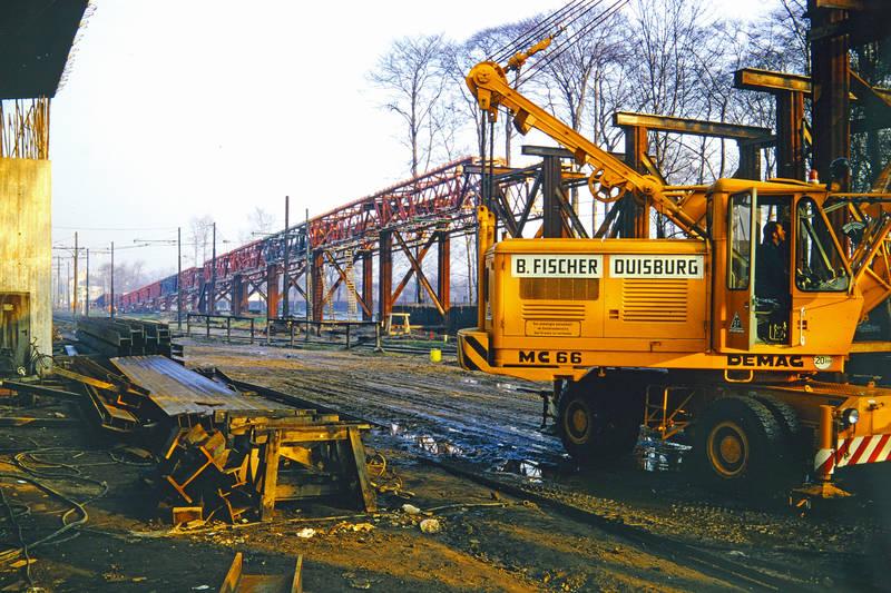 B.Fischer, Baustelle, Duisburg, Eisenbahnrampe, Kran, stahlstreben