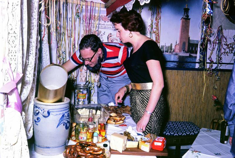 Bart, Brezel, Buffet, karneval, Kartoffelsalat, käse, Kostüm, Mettbrötchen, mode