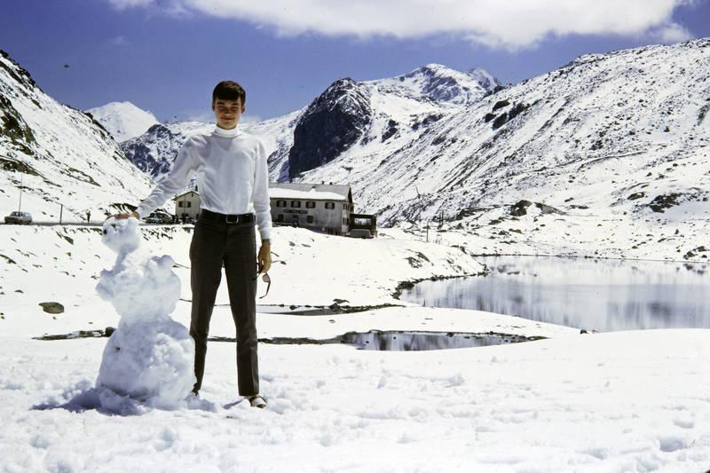 auto, Berge, Flüelapass, jugend, KFZ, mode, PKW, sandalen, Sandalen mit Socken, schnee, schneemann, Schweiz, see, sonnenbrille, urlaub, Urlaubsreise, winter