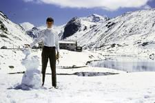 Schneemann in den Bergen