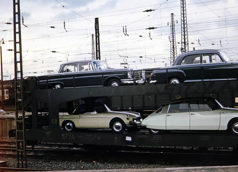 auto, autotransport, Autozug, bahn, citroen-ds, Gotthardtunnel, KFZ, mercedes-heckflosse, mercedes-ponton, mgb, PKW