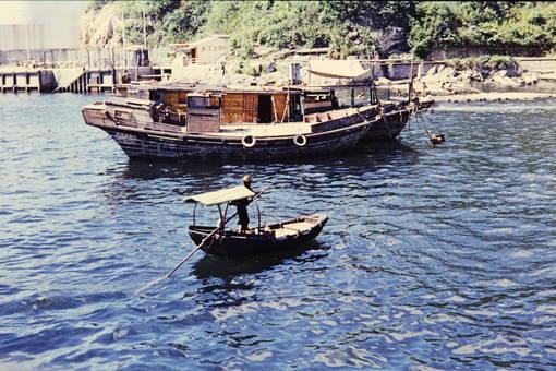 Mann auf Boot