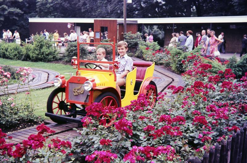 ausflug, BuGa, Bundesgartenschau, bundesgartenschau 1969, bundesgartenschau euroflor, Dortmund, euroflor, fahren, familie, ford, freizeit, Freizeitpark, Kindheit, Spaß, spielen, Spielzeugauto, westfalenpark