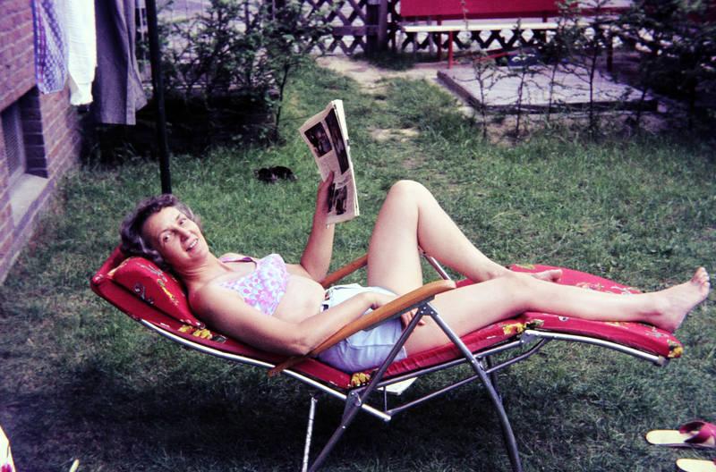 Badekleidung, bademode, freizeit, liegen, Liegestuhl, somme, Sonne, sonnen, sonnenstuhl, Spaß, zeitung