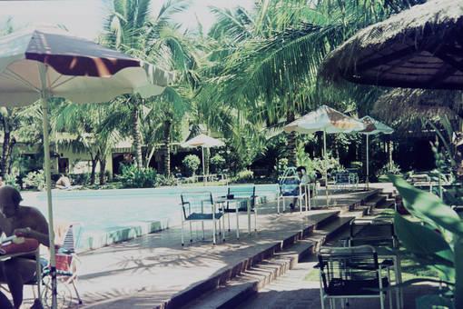 Parkanlage mit Pool