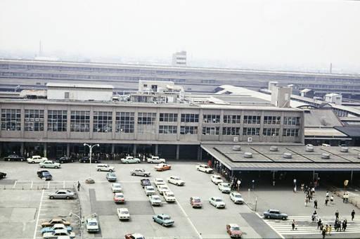 Bahnhofeingang in Japan