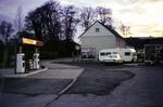 Tankstelle mit Wahlplakat