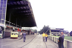 Zwischen Tribüne und Stadion