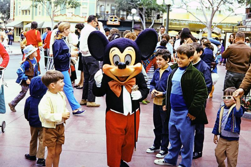 ausflug, disney, disneyland, Disneyland Resort, Freizeitpark, Kostüm, kurze hose, mickey maus, Mickey Mouse, Mickeymaus, urlaub