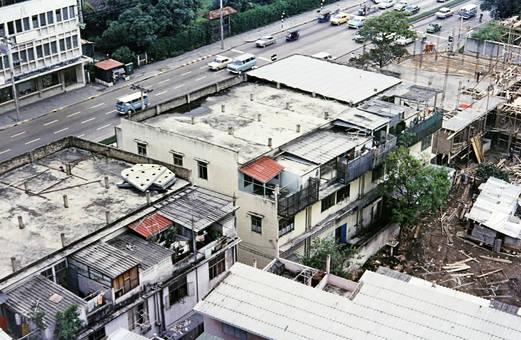 Häuser und Straße in Bangkok