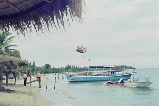 Schiff am Meer in Bangkok