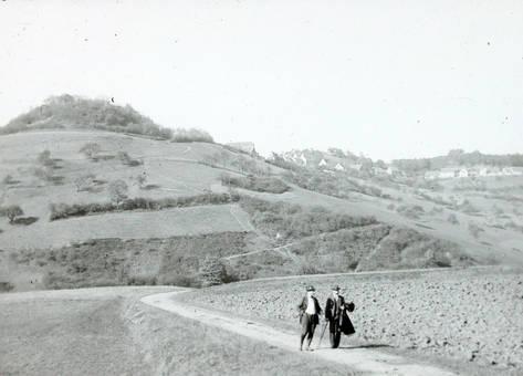 Spaziergang zwischen Feldern