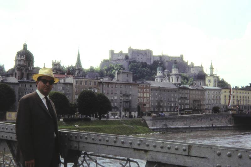 ausflug, burg, burganlage, Festung, festung hohensalzburg, festungsberg, freizeit, Hohensalzburg, hut, Krawatte, mode, Salzburg, sonnenbrille, Spaß, Stadtberg, Uhrenturm, Wahrzeichen
