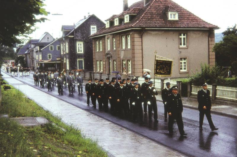Banner, fahne, Feuerwehr, flagge, Freiwillige Feuerwehr, freiwillige feuerwehr kaan-marienborn, kaan-marienborn, schützenfest, Schützenumzug, Siegen, Umzug, Uniform, Westfalen, westfälisch