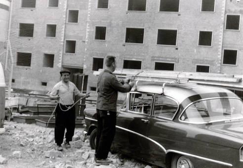 Arbeiter mit Auto
