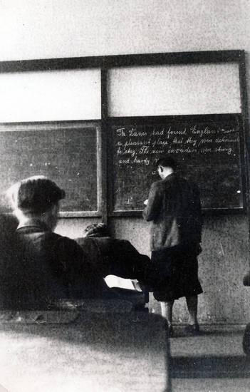 englisch, englischunterreicht, jugend, Kindheit, Kreide, Mitschüler, schreibschrift, schule, tafel, unterricht