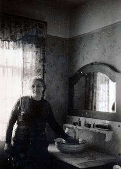 Frau im Schlafzimmer