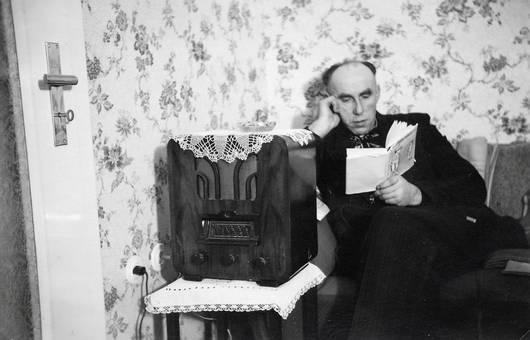 Lesen neben dem Radio