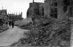 Spaziergang durch Trümmer