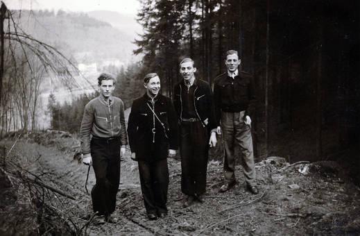 Vier Männer im Walt